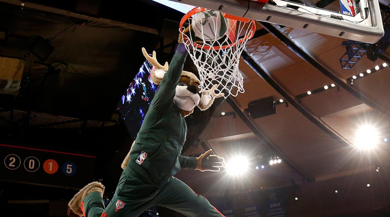 bucks-mascot-dunk-contest