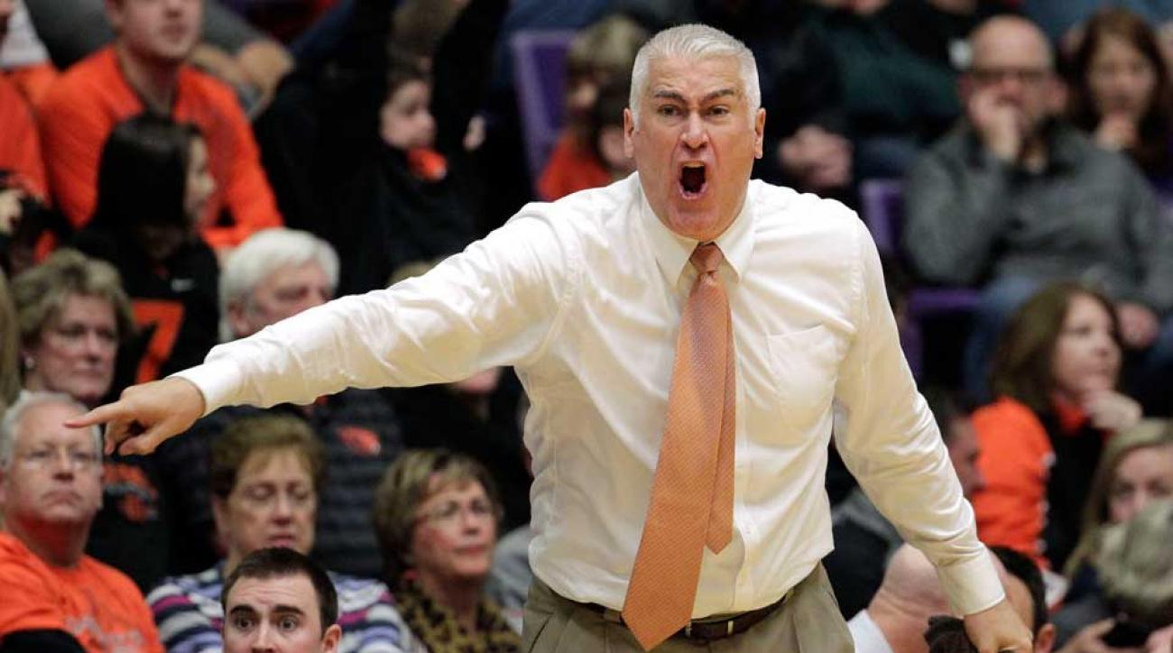 Oregon State scorpion basketball wayne tinkle coach plane sting delayed