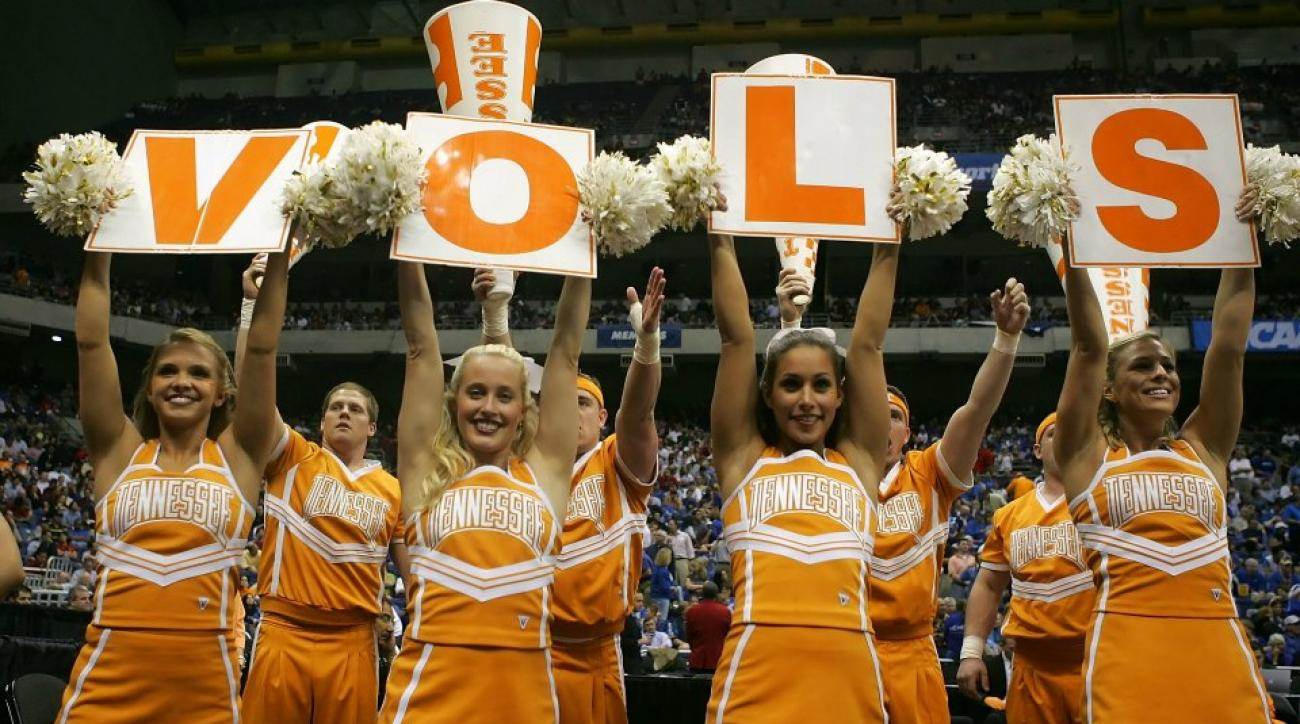 Tennessee cheerleader takes a big hit from Kentucky's Devin Booker