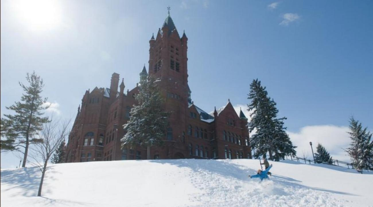 Syracuse, UConn engage in Twitter fight over cold weather