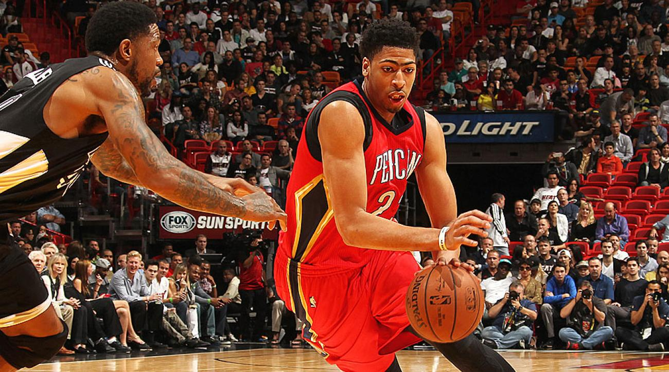 Anthony Davis suffers right shoulder injury, leaves game ...
