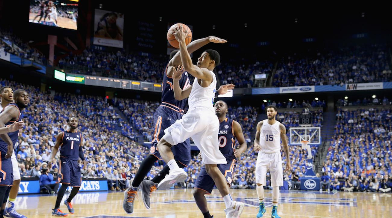 Kentucky point guard Tyler Ulis drives to the basket against Auburn on Saturday.