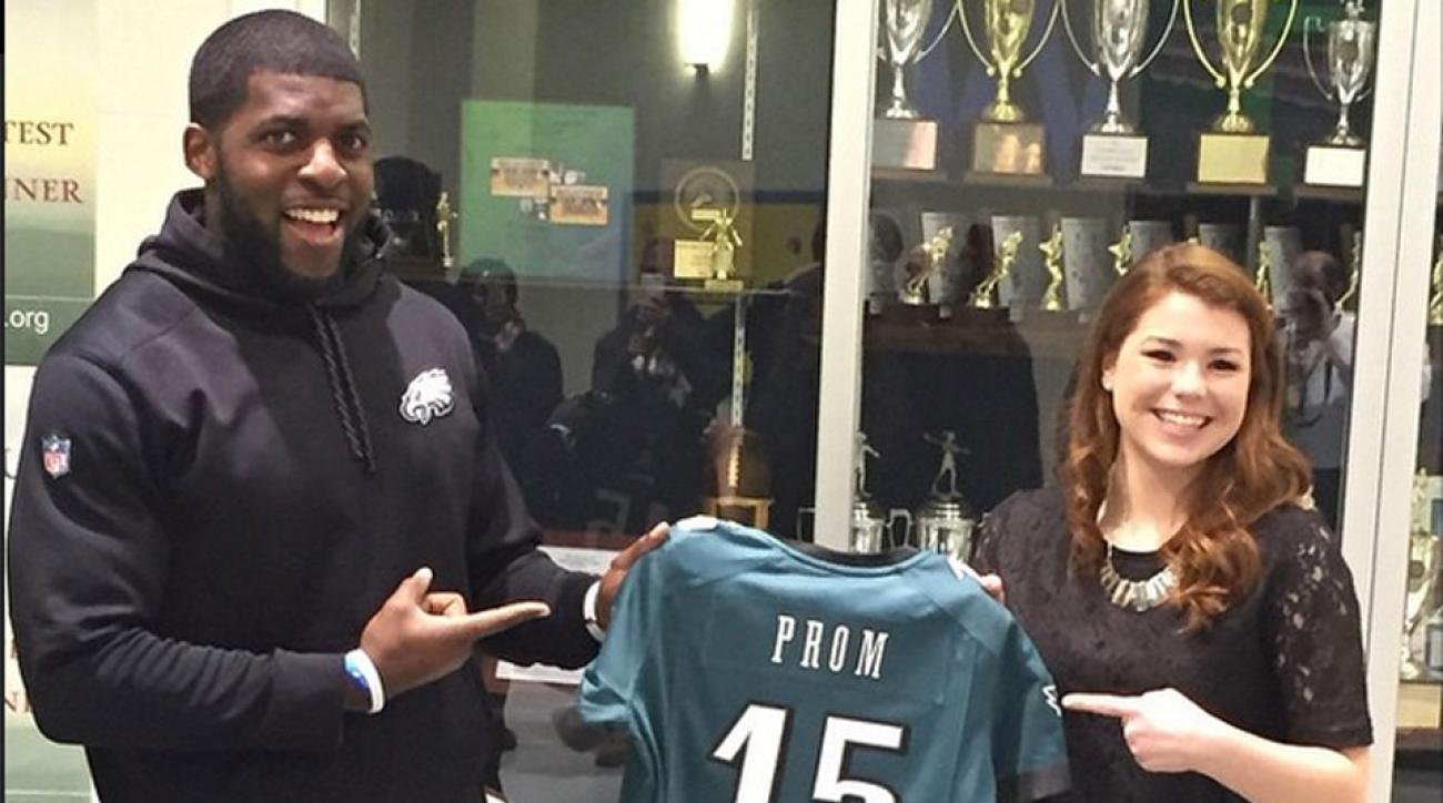 Eagles' Emmanuel Acho surprises girl he said he'd take to prom at school