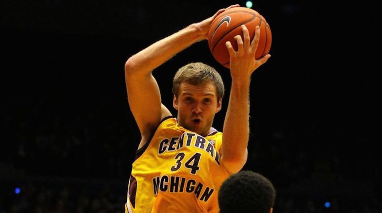 central michigan john simons northern illinois basket crush falling basket