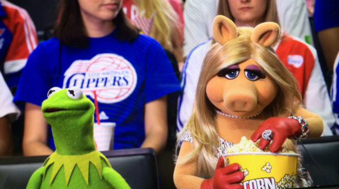 Los Angeles Clippers sat Kermit and Miss Piggy courtside