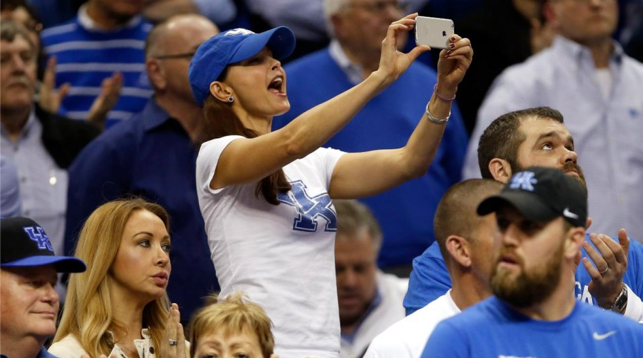 Kentucky fan Ashley Judd loses her mind during Sweet 16