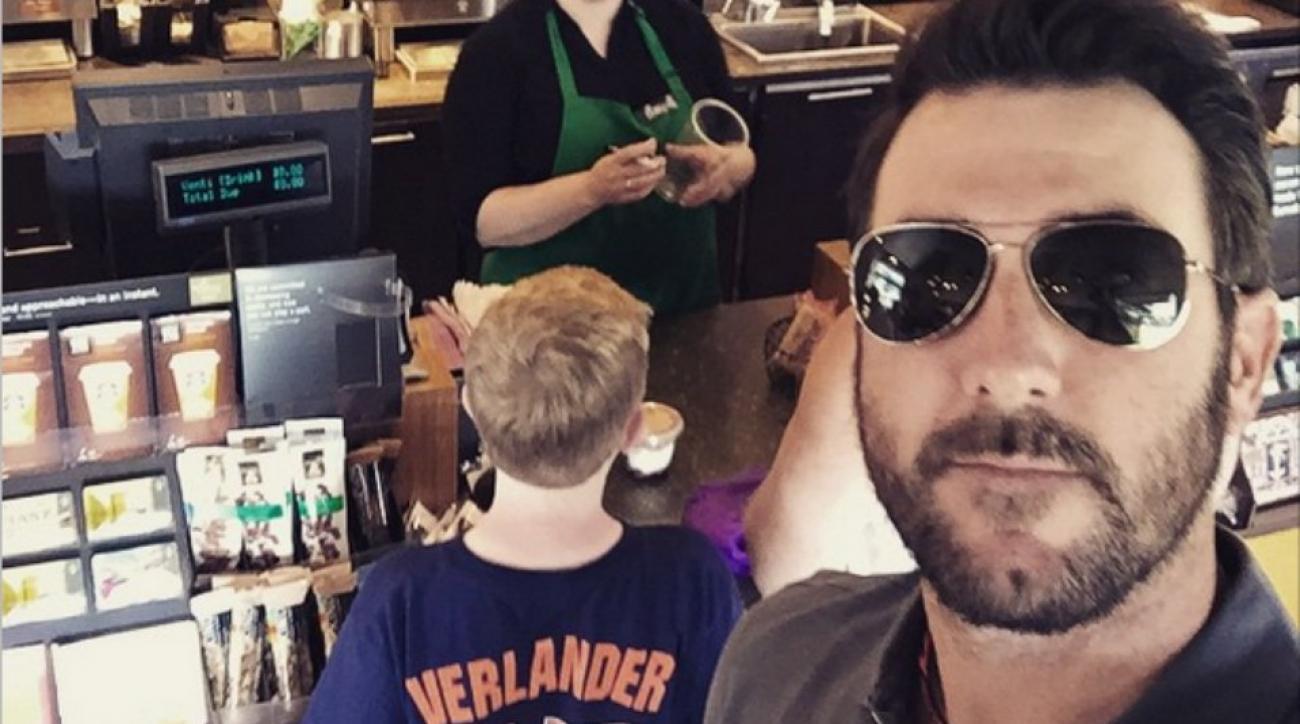 Tigers' Justin Verlander takes surprise selfie with fan