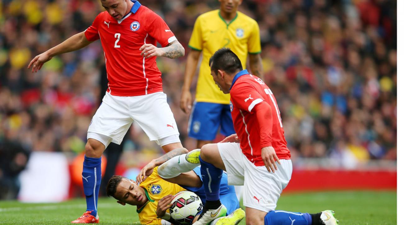 Neymar upset with Gary Medel stamp on calf