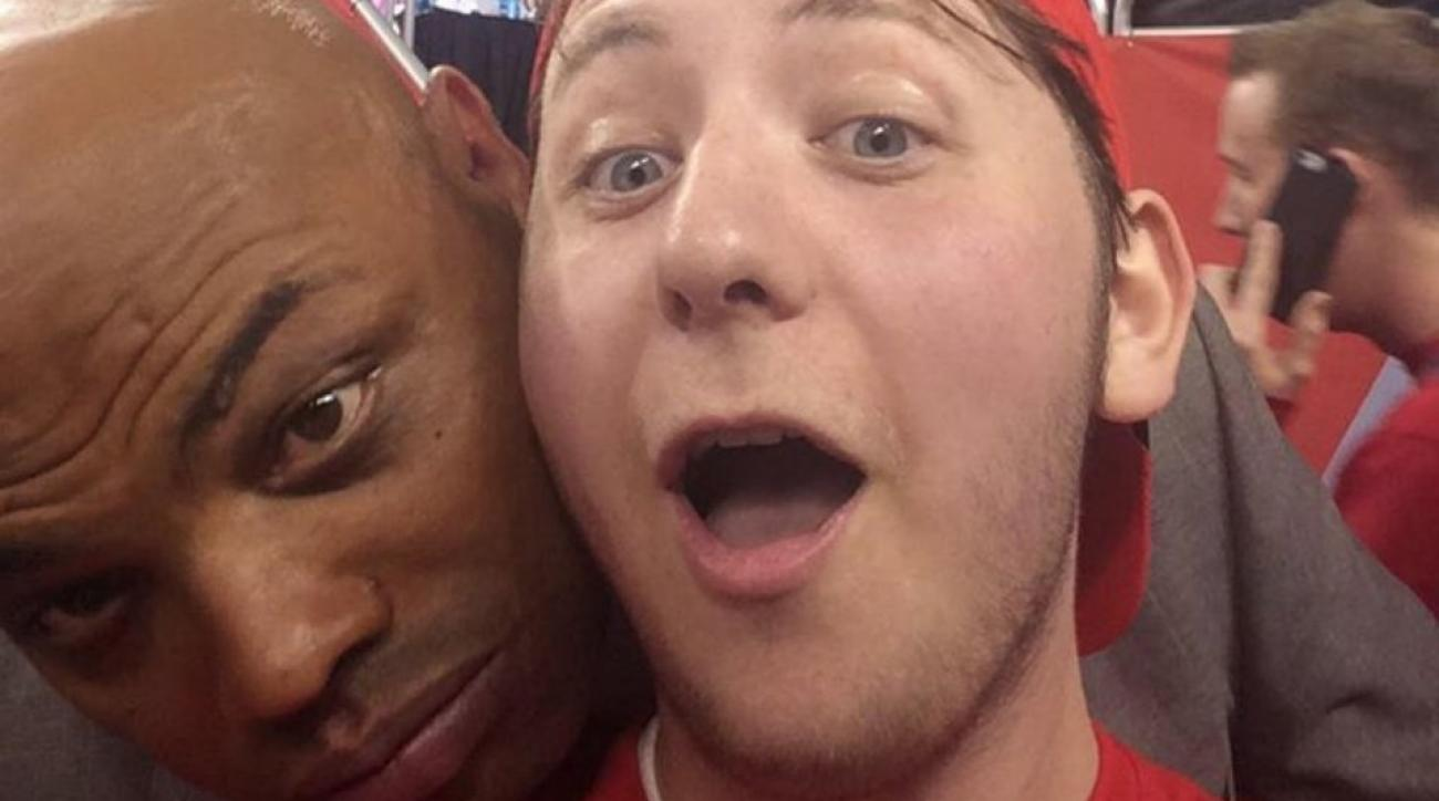 Charles Barkley take selfie with Wisconsin fan