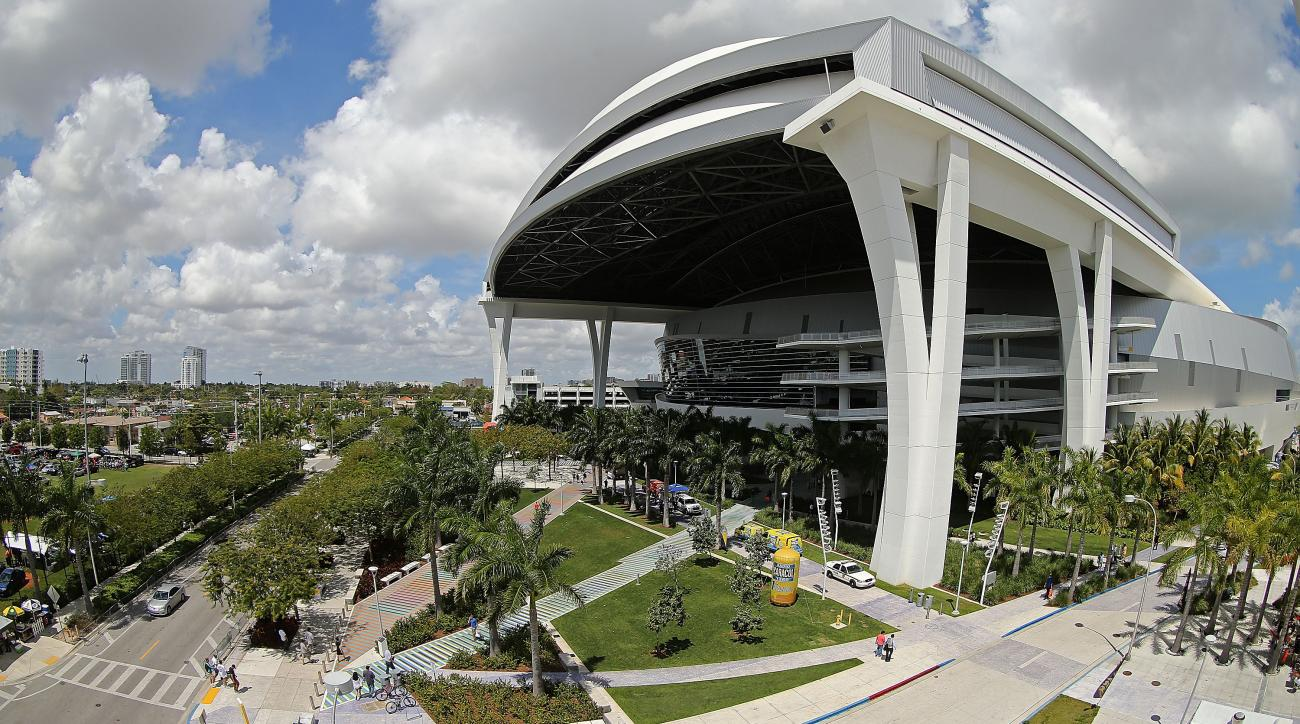 Opening Day Miami Marlins Forgot To Close Roof Had Rain