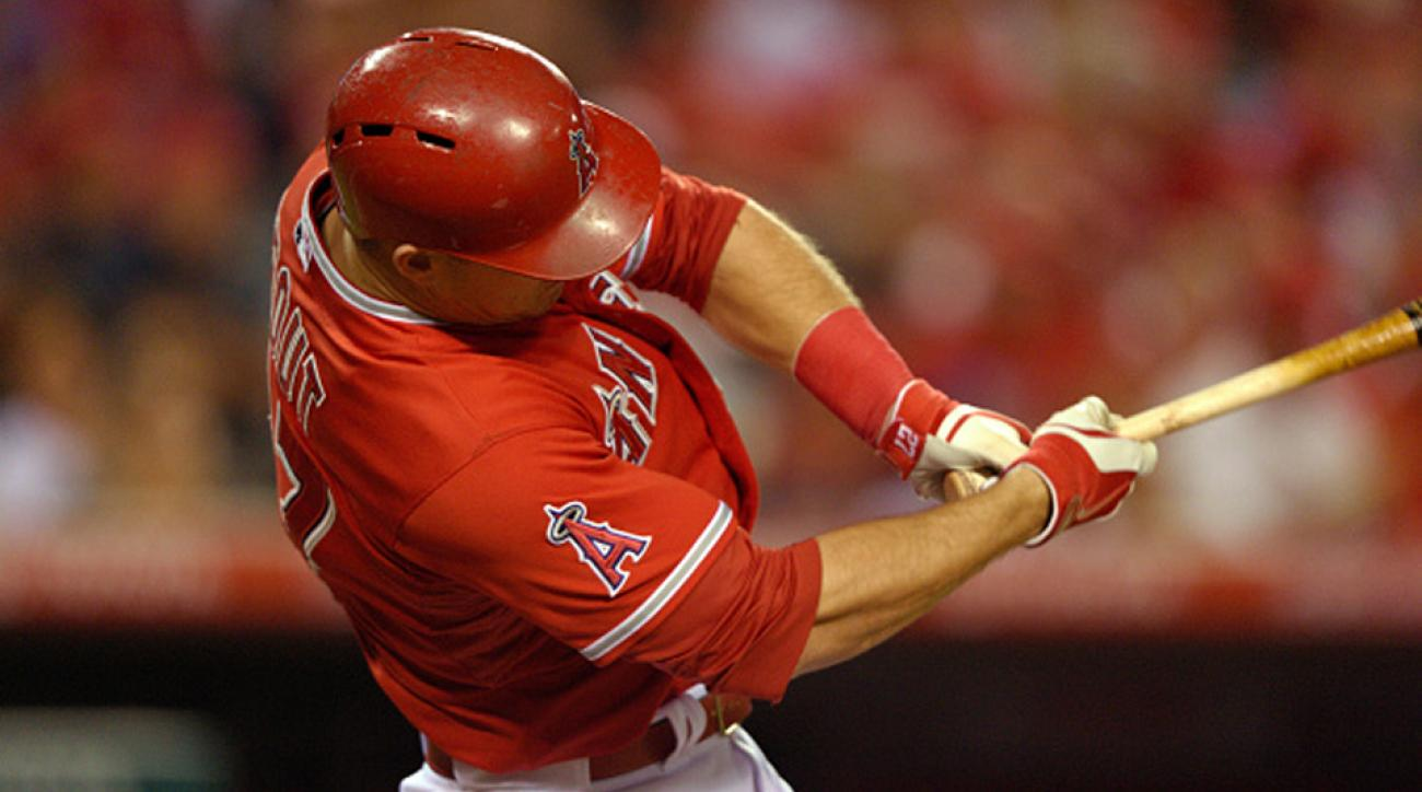 Mike Trout homers off Felix Hernandez in first at-bat of season