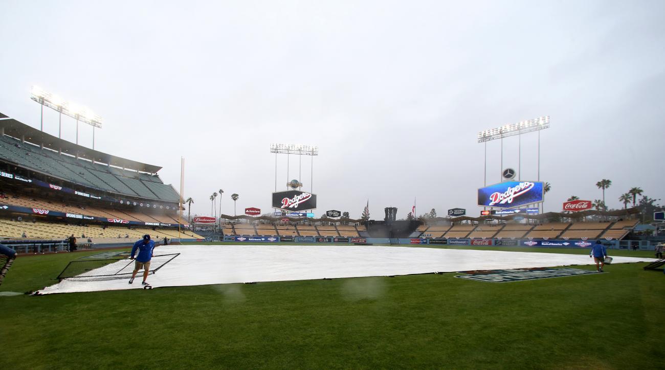los angeles dodgers rain delay