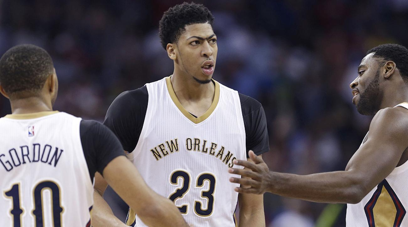 Anthony Davis left Friday night's game against the Suns with a throat contusion.