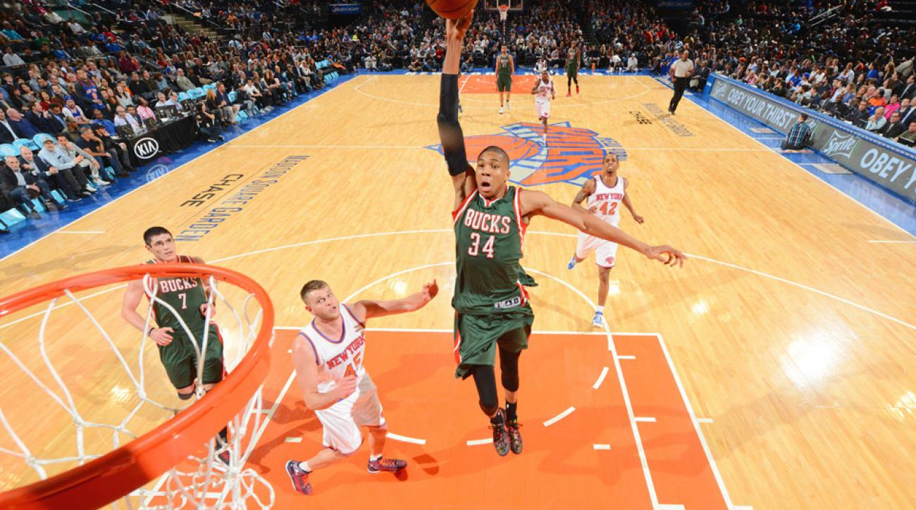 Giannis Antetokounmpo threw down a huge dunk in transition against the Knicks.