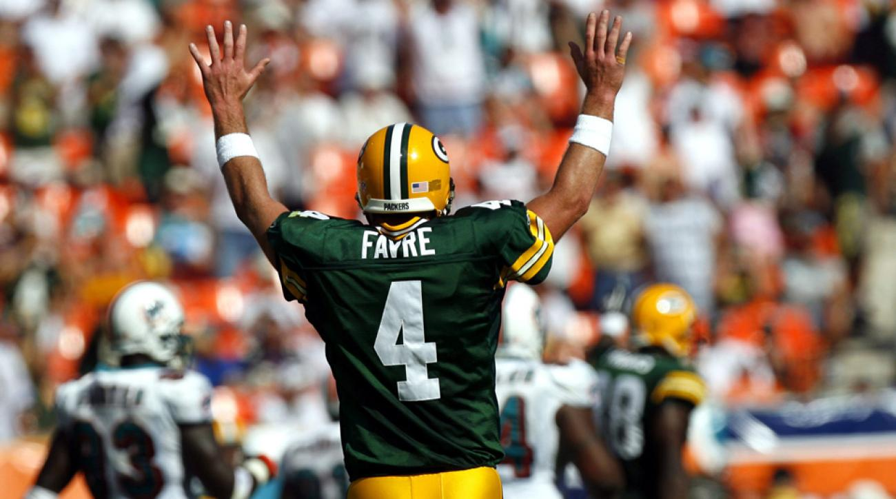 5db0effa6cb Packers: Brett Favre number to be retired on Thanksgiving | SI.com