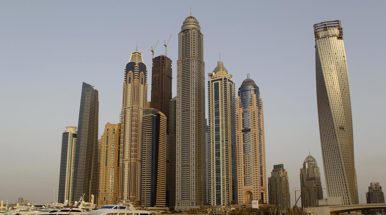dubai-skyscraper-base-jump-video
