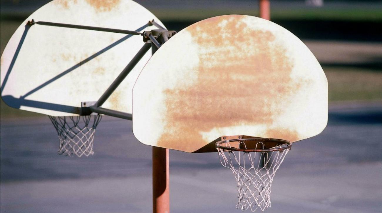 Seattle man stuck in basketball hoop