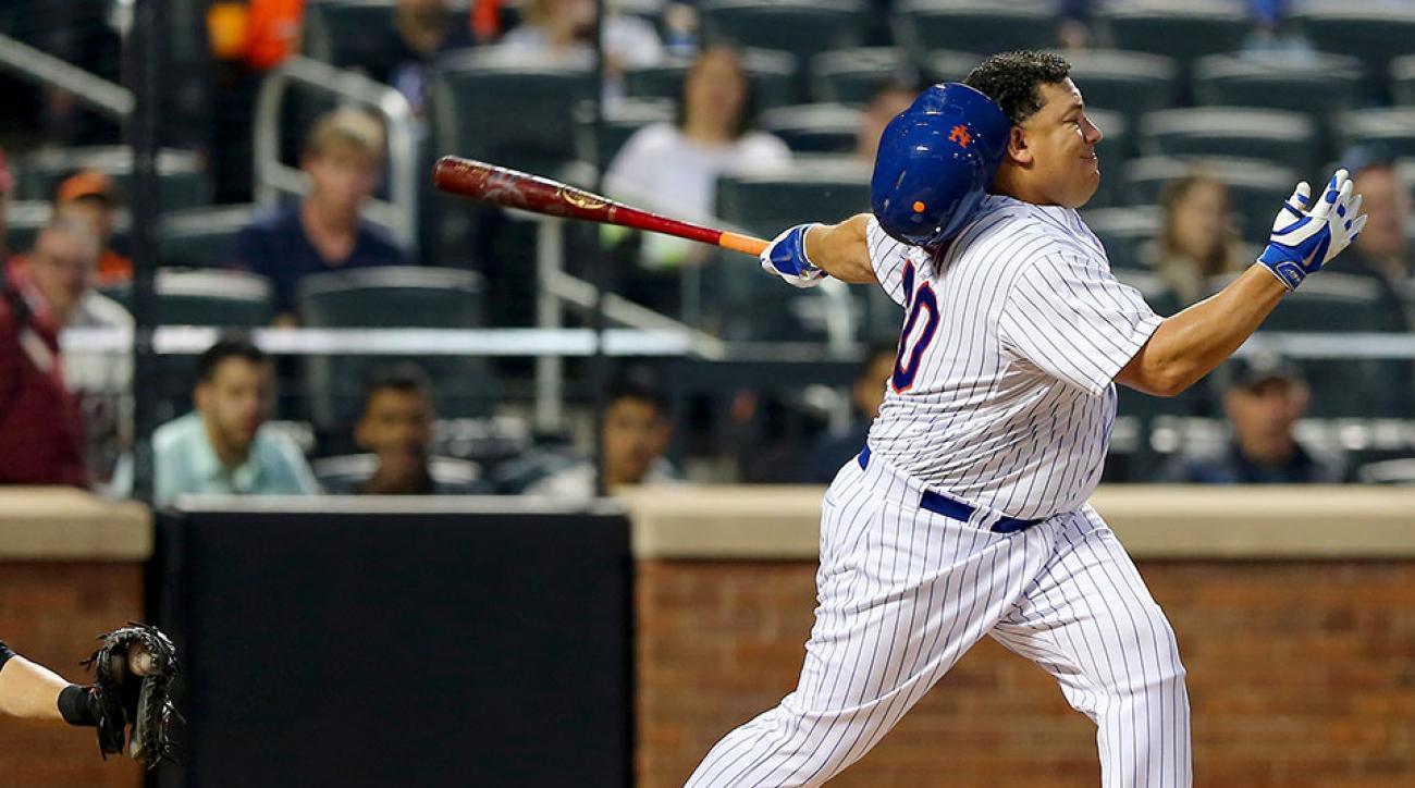 Mets Bartolo Colon loses helmet hard swing