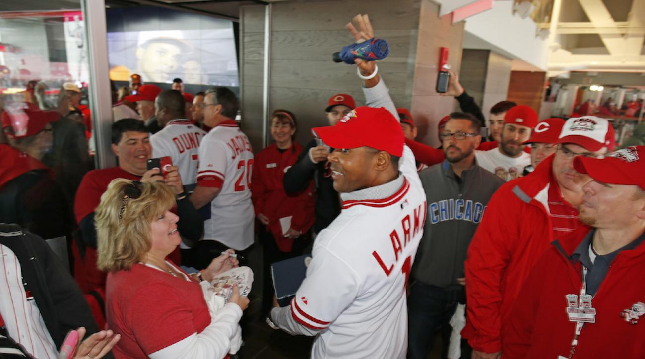 cincinnati reds hire barry larkin minor league instructor