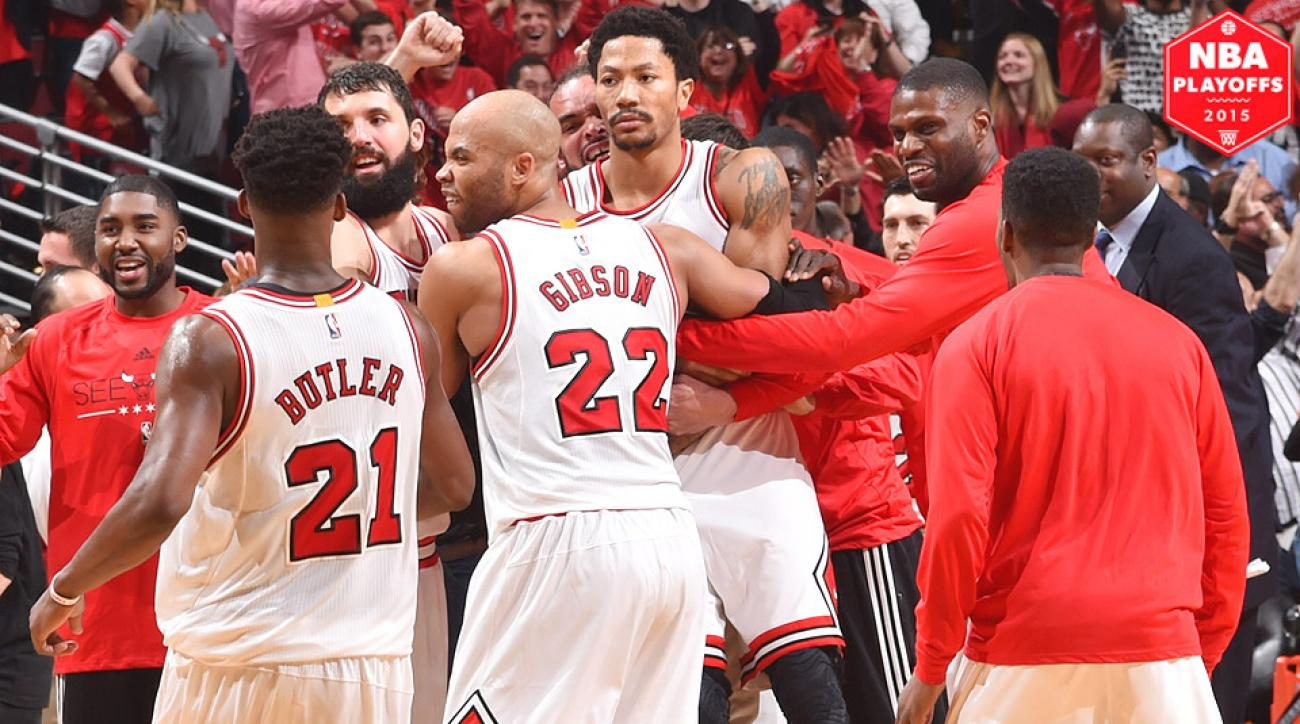95b123261dd2 Derrick Rose hit a buzzer-beating three to defeat the Cavaliers in Game 3.