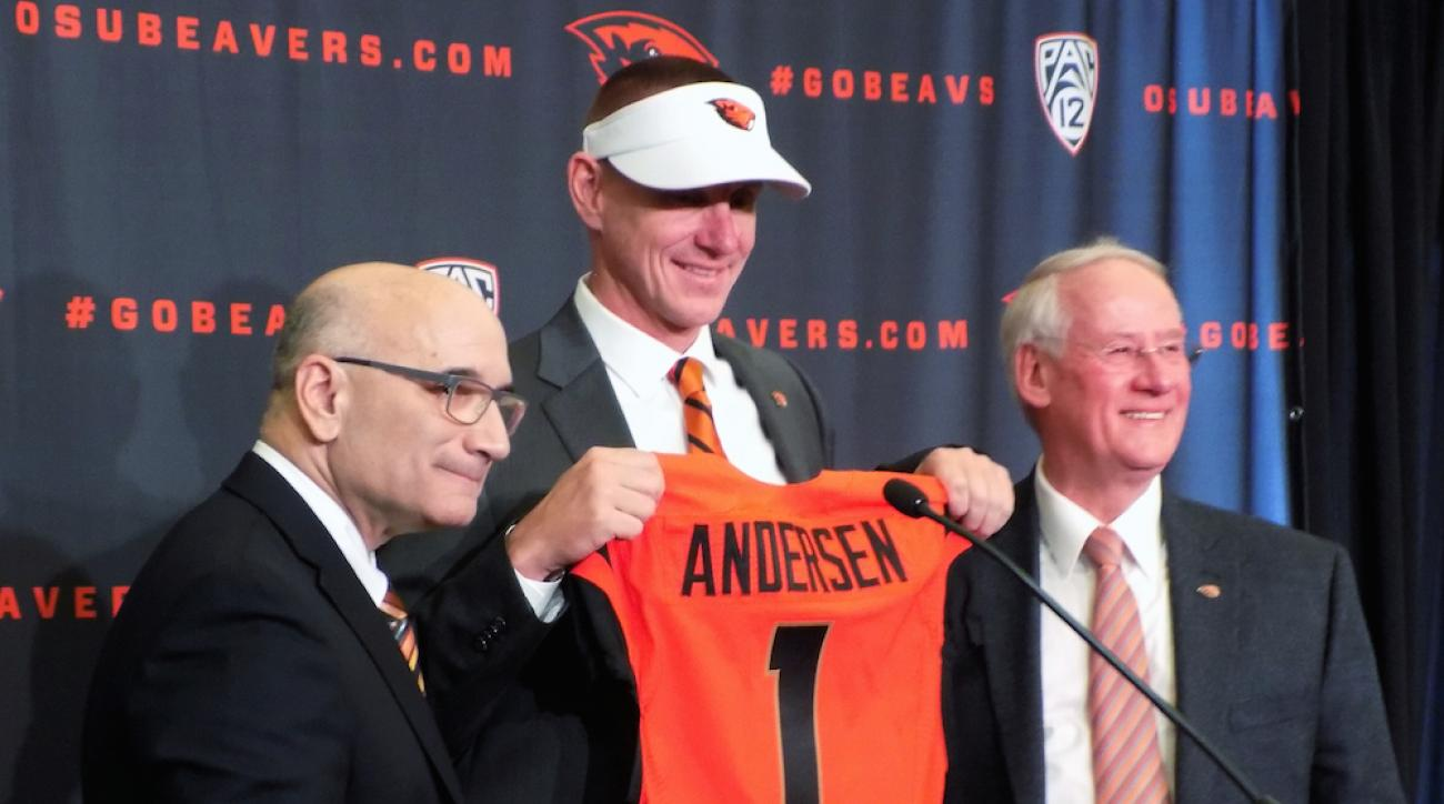 Oregon State athletic director Bob De Carolis (left) introduces new football coach Gary Andersen (center) on Dec. 12, 2014.