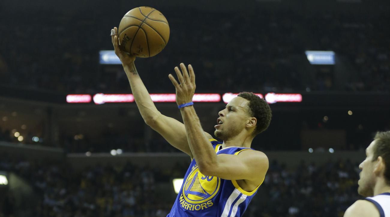 Curry leads Warriors past Grizzlies, series tied at 2