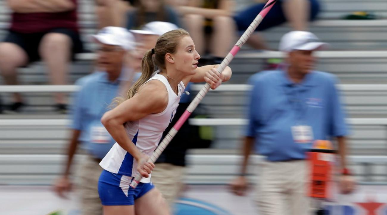 Blind pole vaulter grabs bronze at Texas state meet