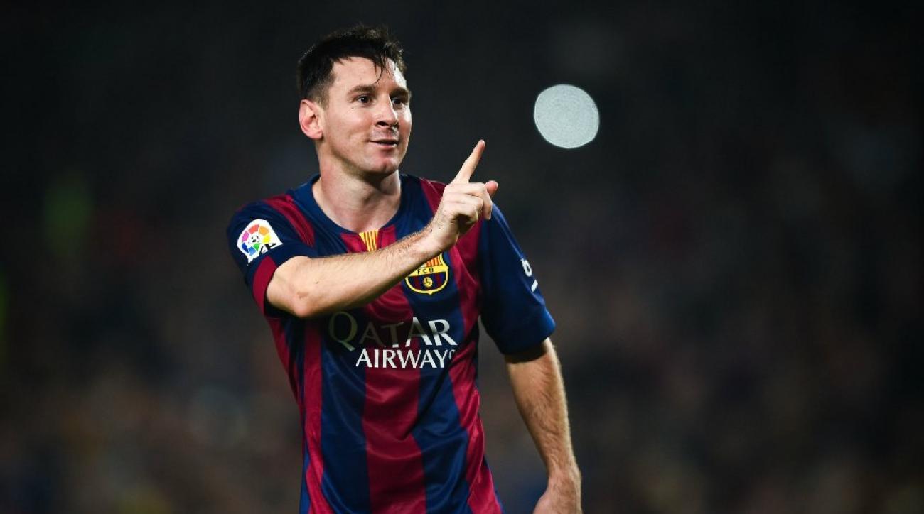 Lionel Messi denies old man's autograph request