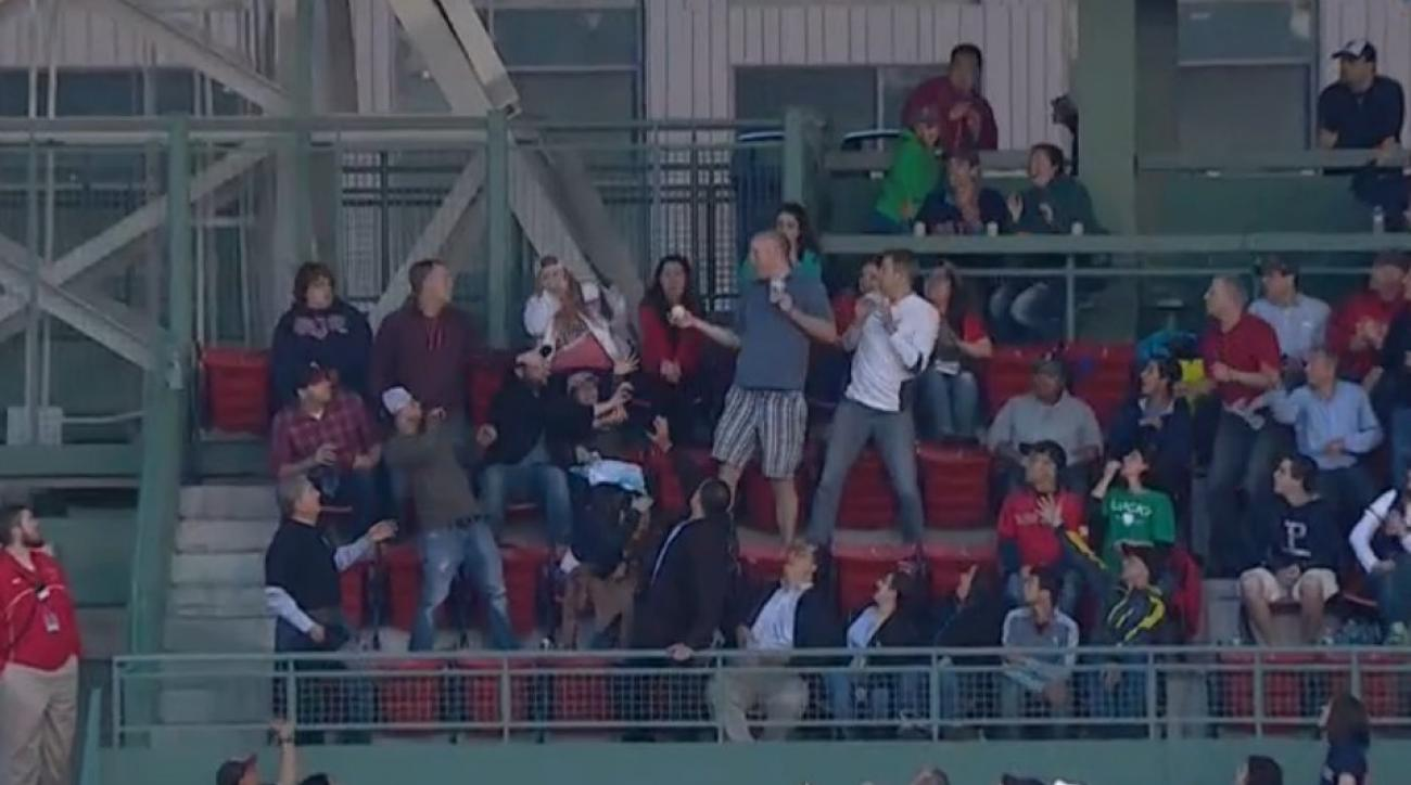 Red Sox fan catches ball without spilling beer