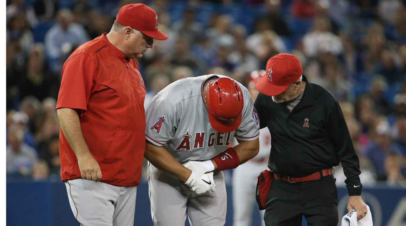 Albert Pujols has left wrist bruise