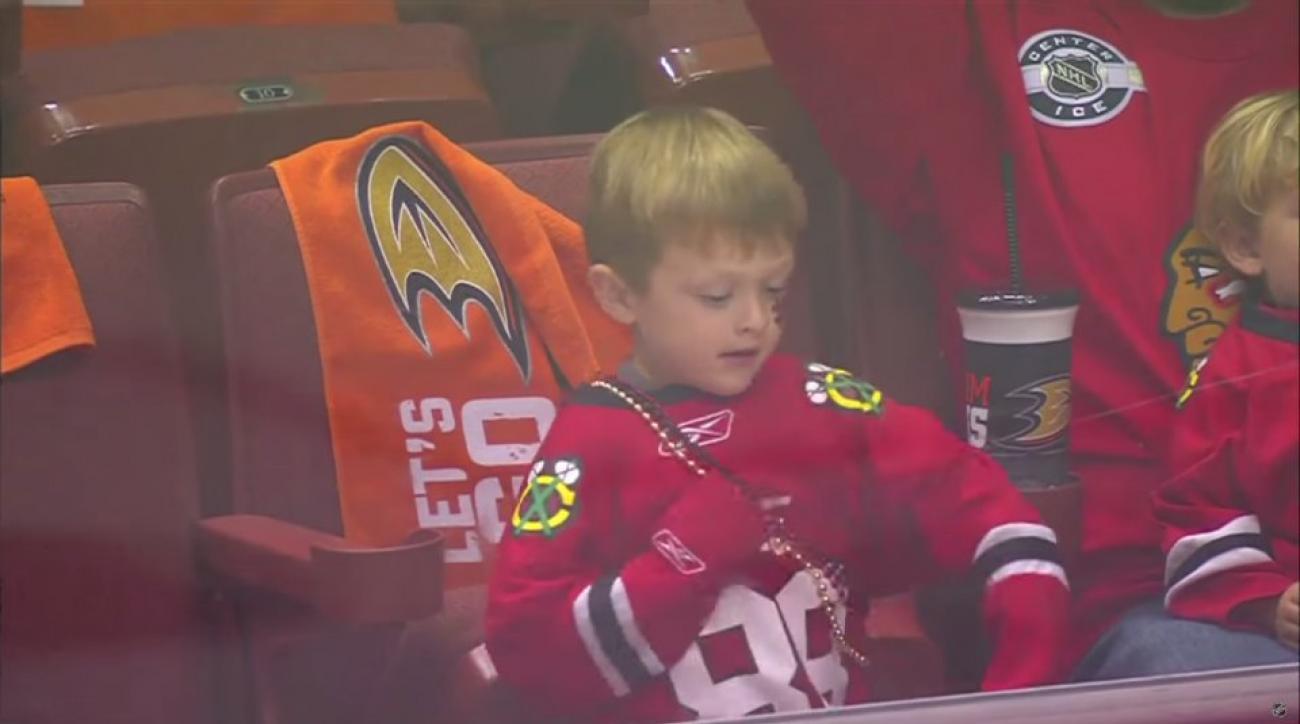 Chicago Blackhawks fan can't stop dancing