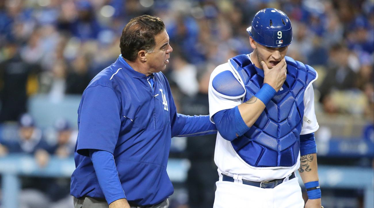los angeles dodgers yasmani grandal injury concussion