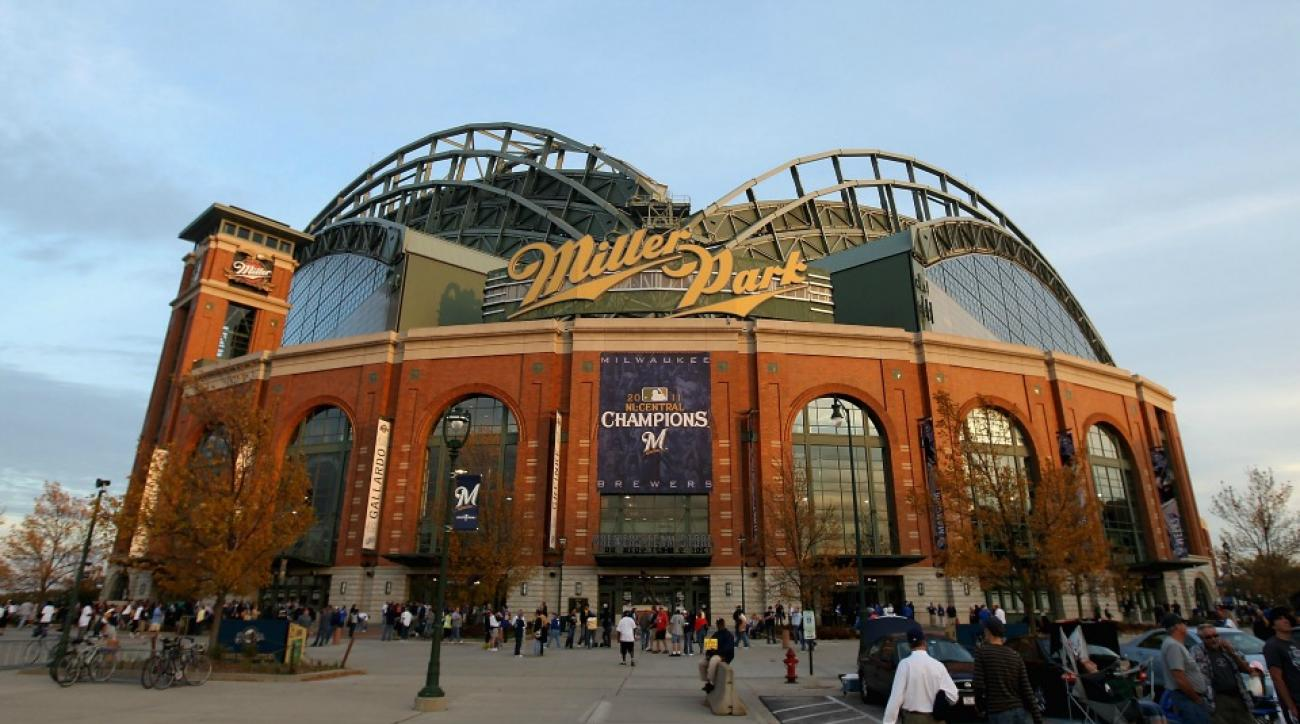 Brewers fan turns Miller Park into Griller Park