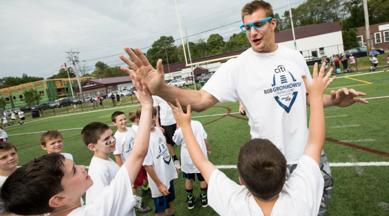 Patriots Rob Gronkowski ties a young fans shoe