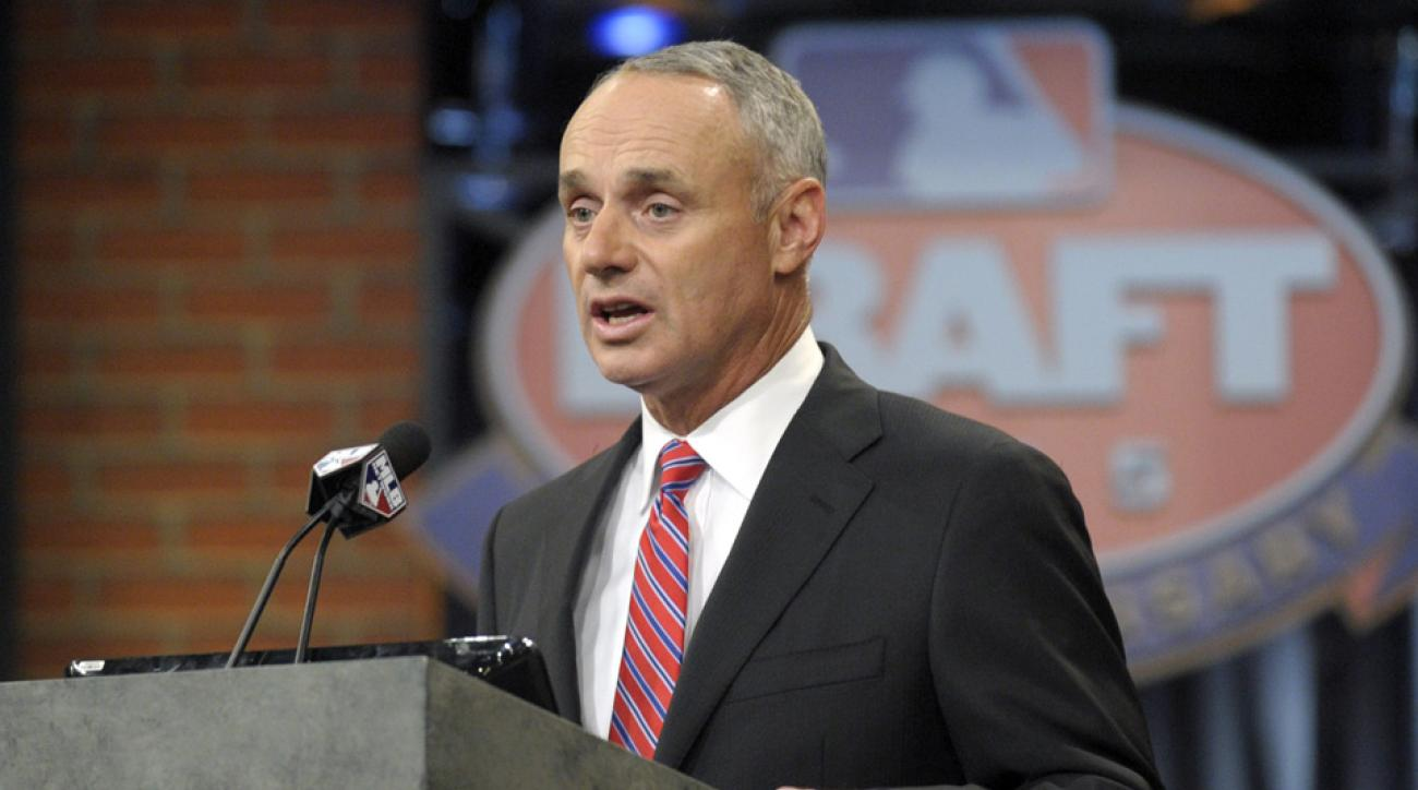 Manfred open to changing draft