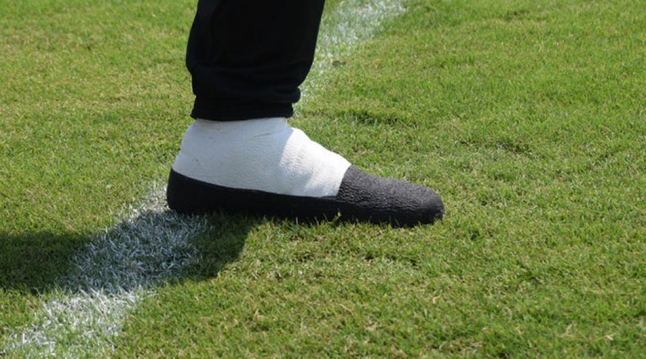 Washington Redskins Duke Ihenacho cleats slippers