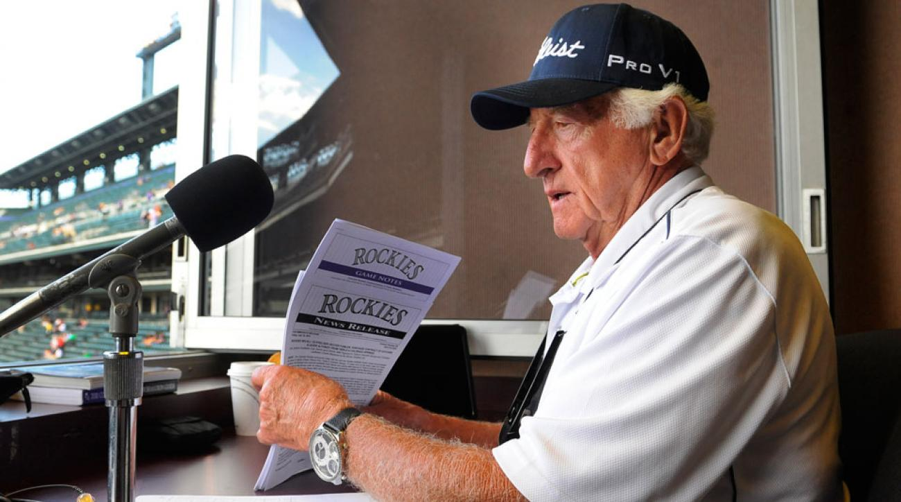 Bob Uecker suffers mild concussion after struck by ball