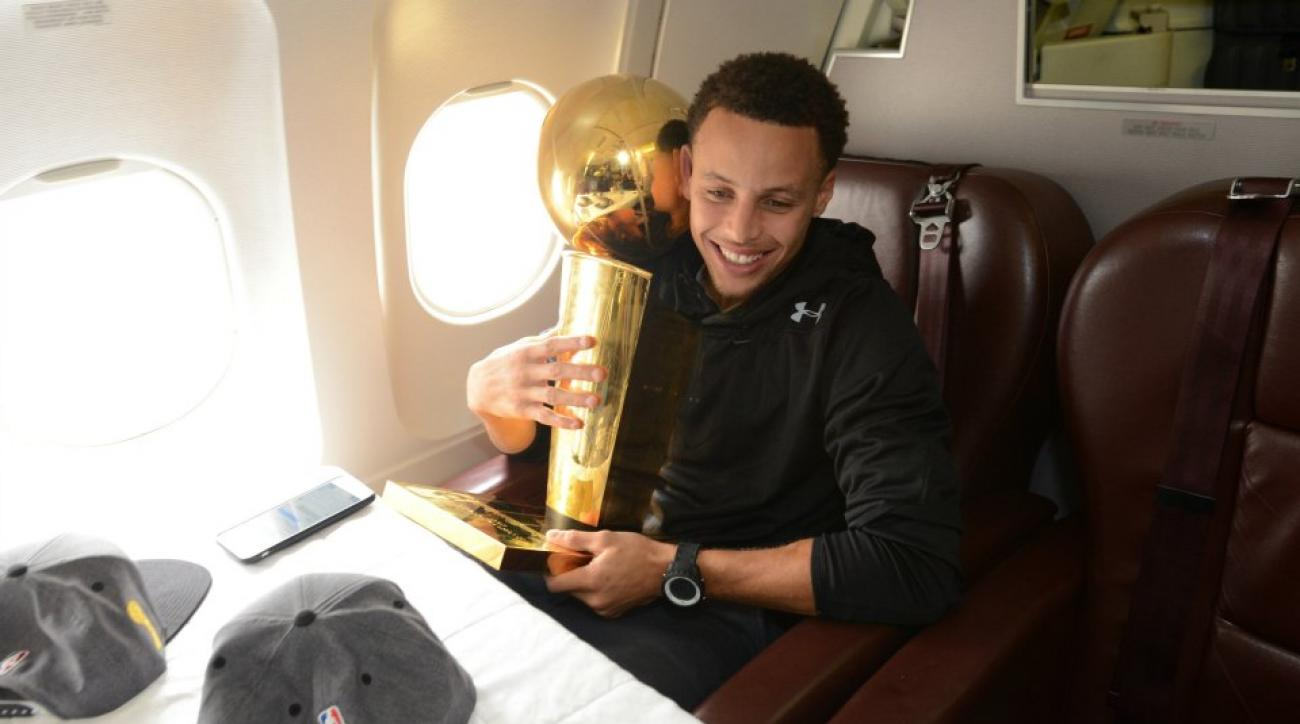 Warriors' Stephen Curry sings Phil Collins