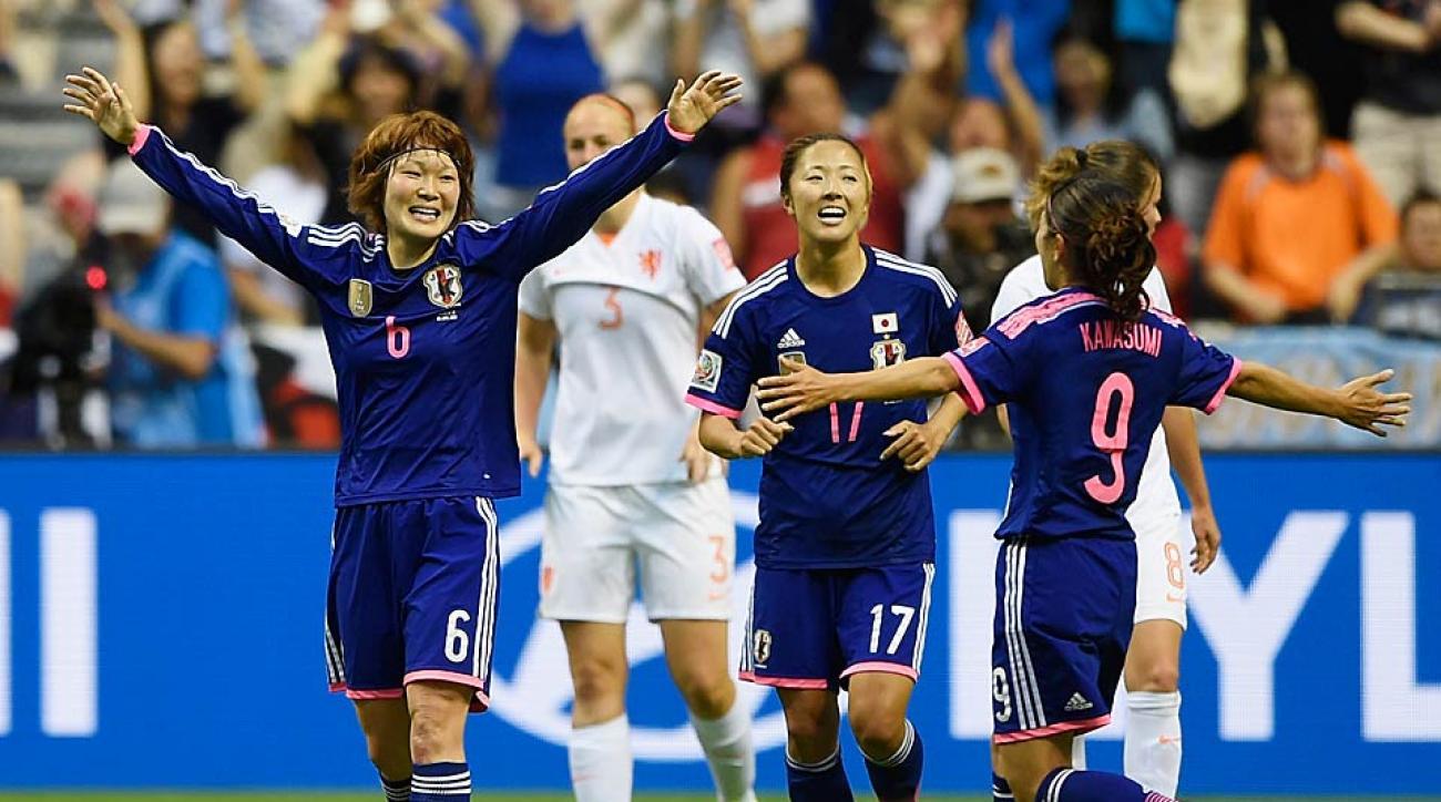 Mizuho Sakaguchi (No. 6) celebrates her goal