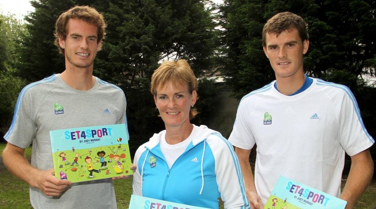 Andy Murray got in a funny family conversation on Twitter