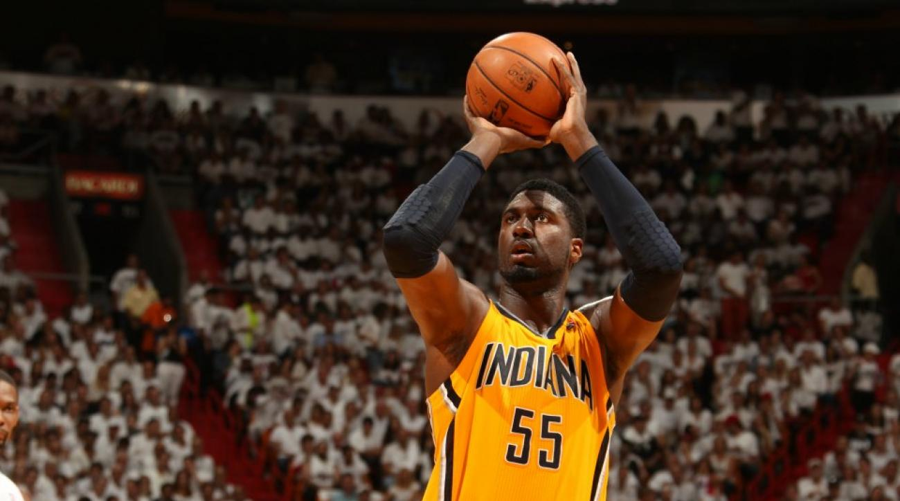 Lakers in talks to trade for Pacers' Roy Hibbert