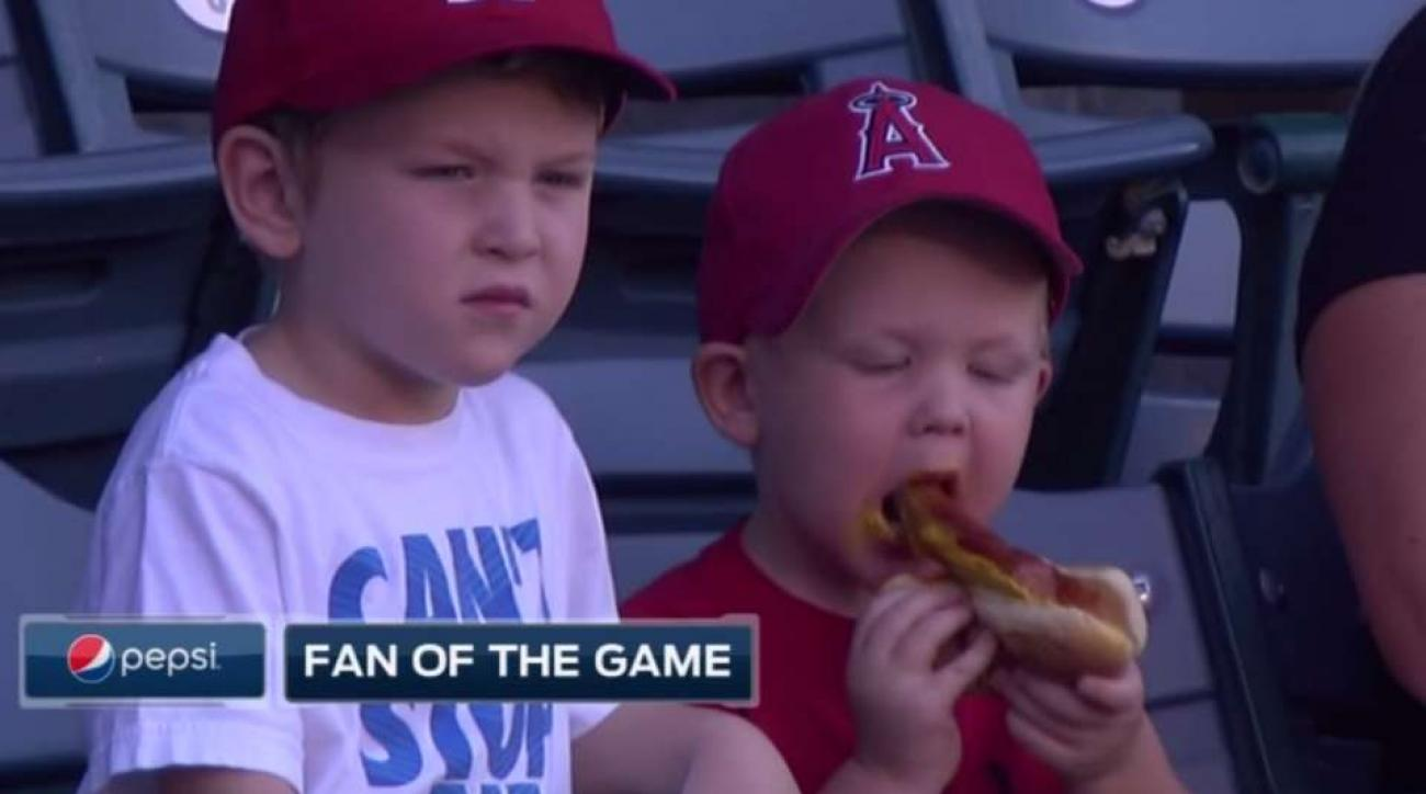 Los Angeles Angels fan has very hard time eating a hot dog