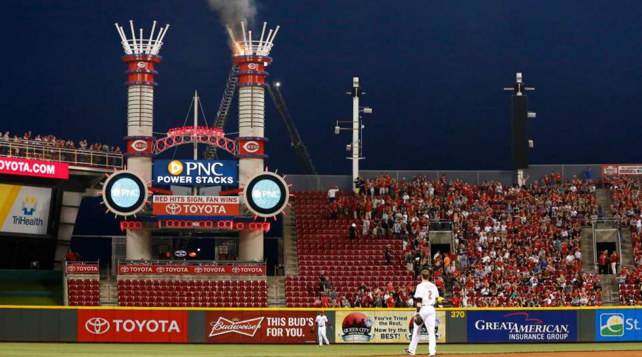 Cincinnati Reds fan escapes through centerfield