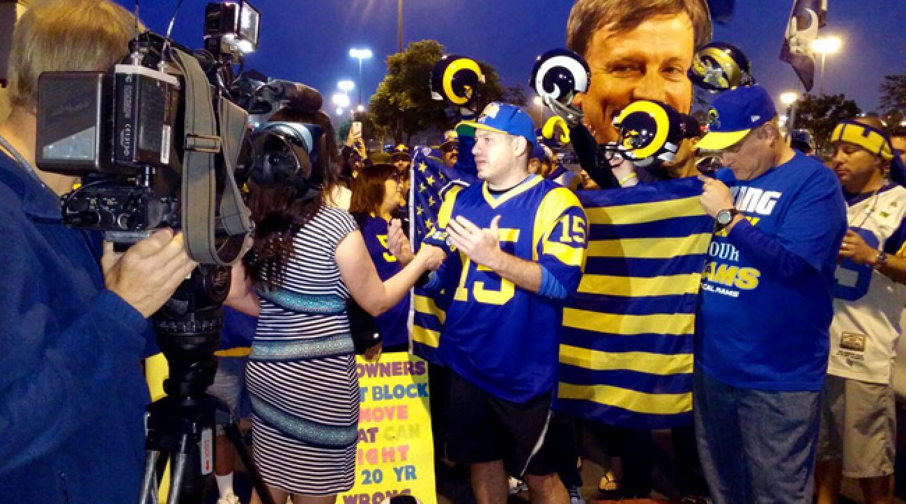 LA Rams fans Save the Rams