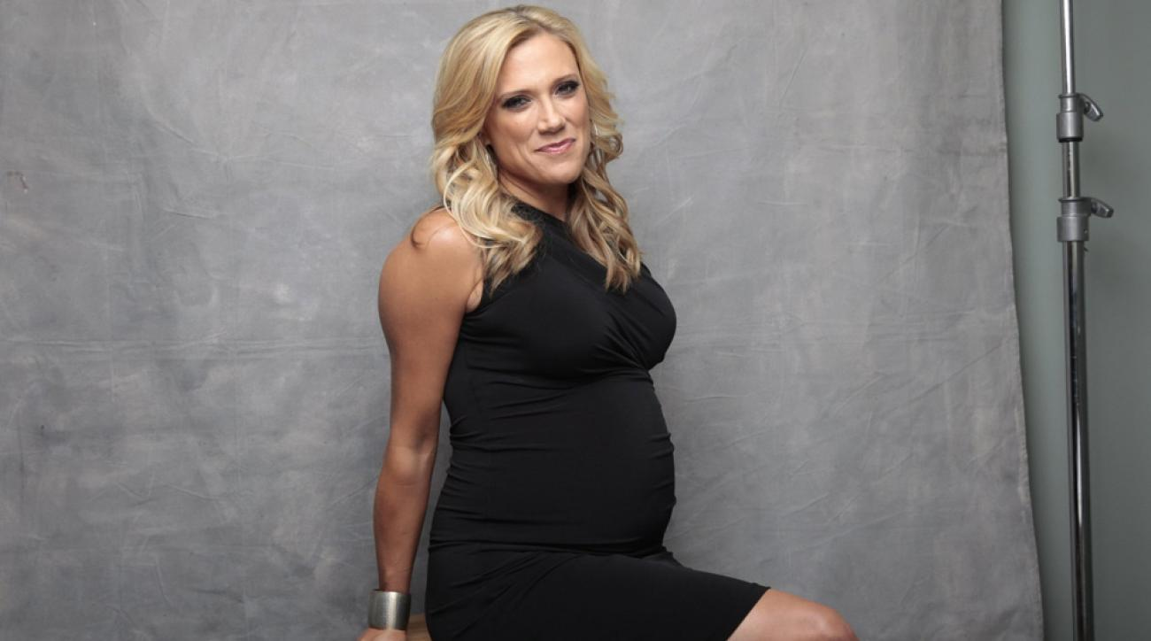 how women in sports media cope pregnancy work si com nfl network s amber theoharis