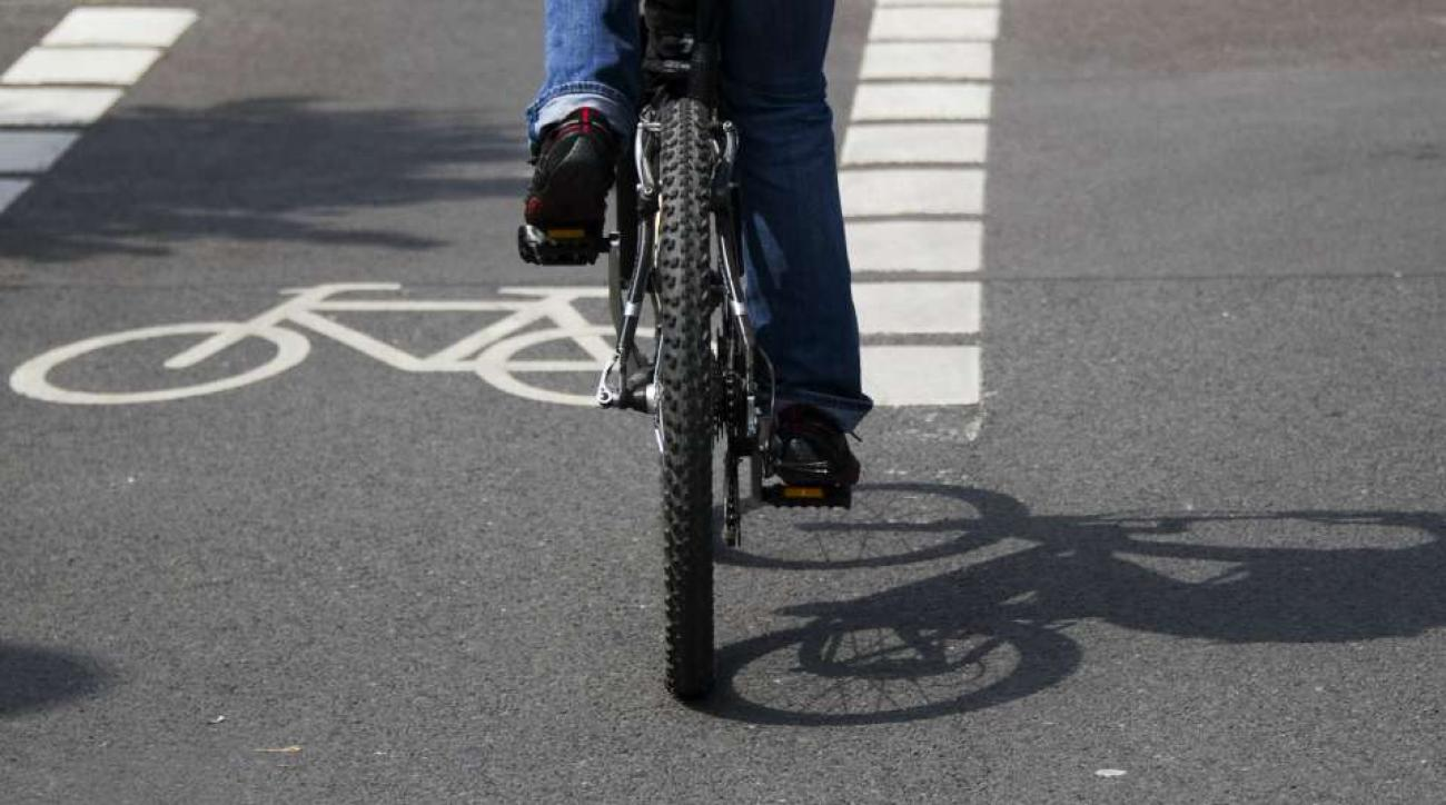 Bicyclist picks up car blocking bike lane