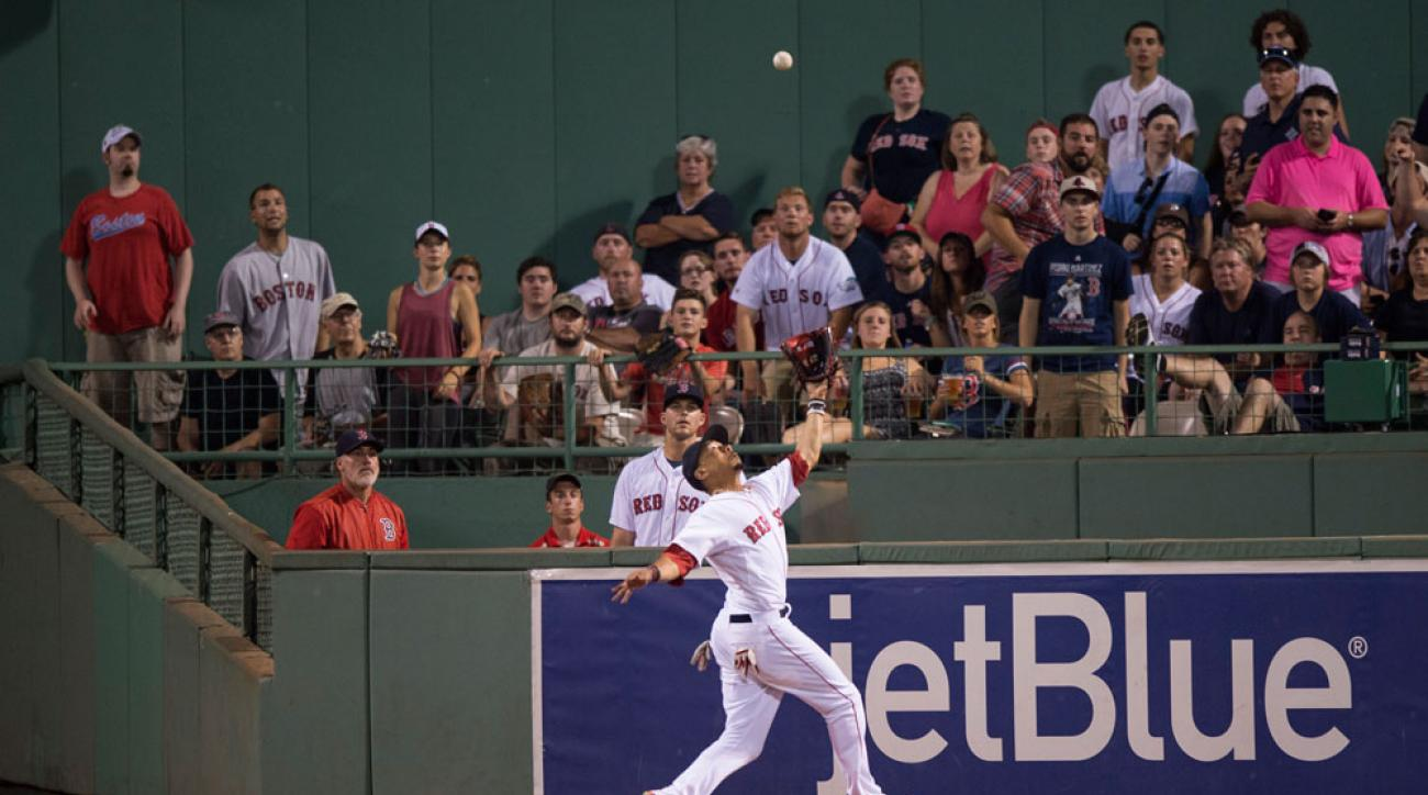 boston red sox mookie betts catch wall injury