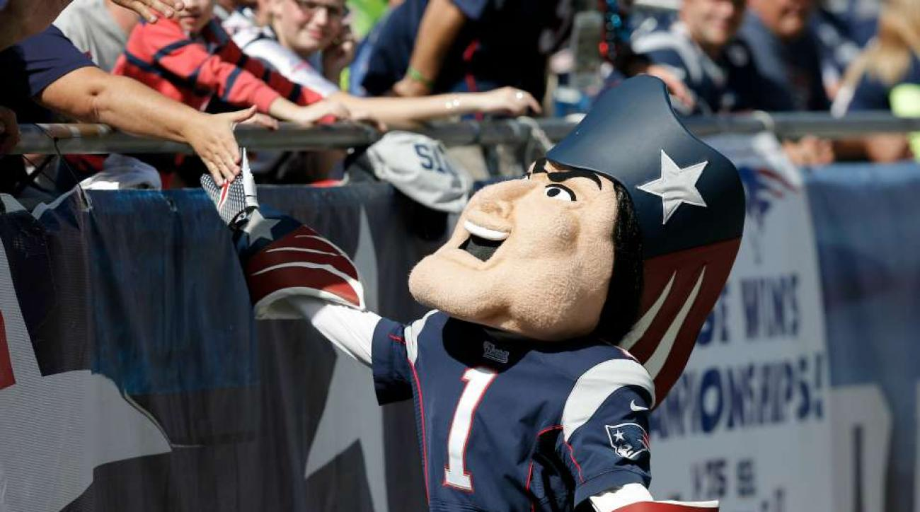 Jets fans fly Cheaters look up banner over Patriots camp