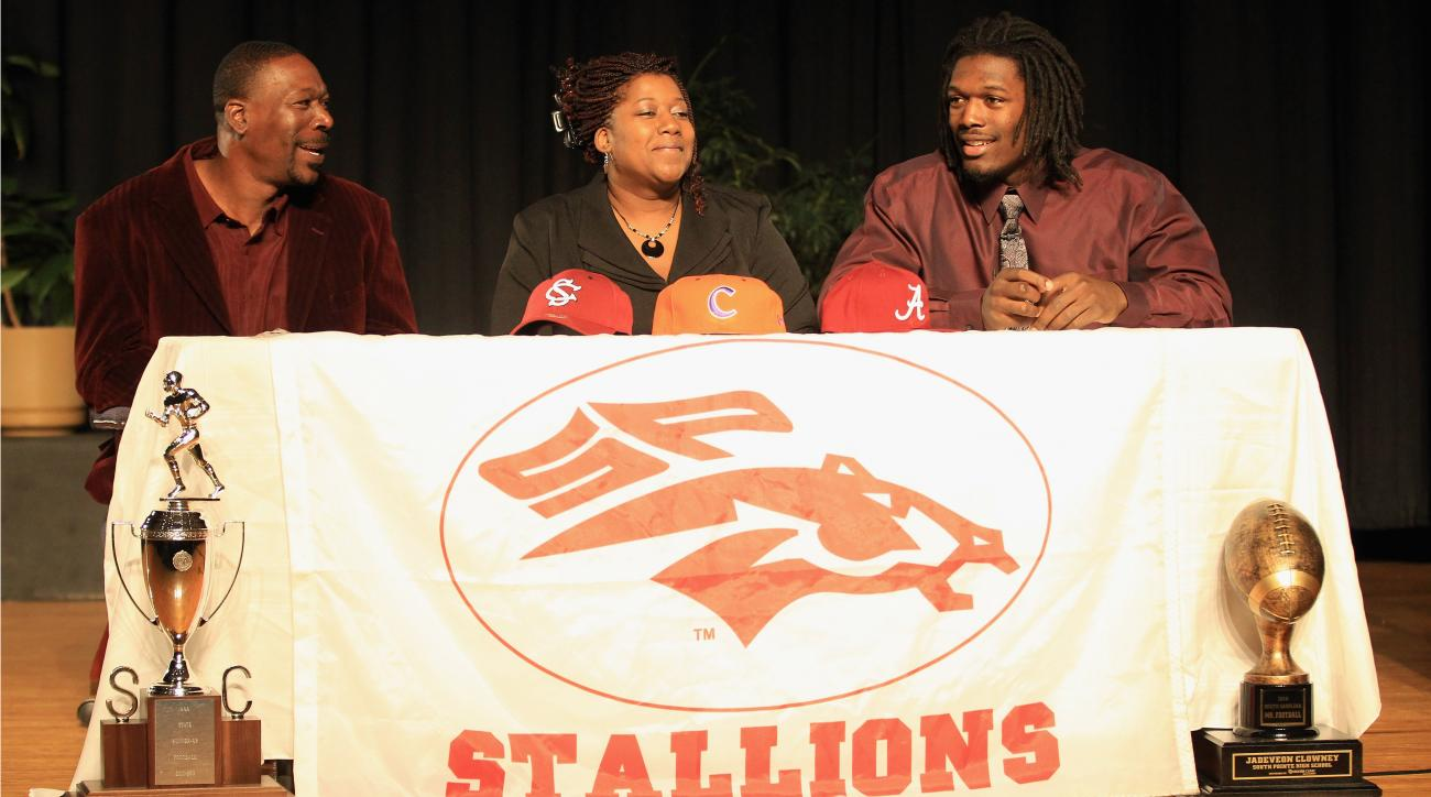 Jadeveon Clowney appeared publicly with his father at a press conference in 2011 when he announced his commitment to University of South Carolina.
