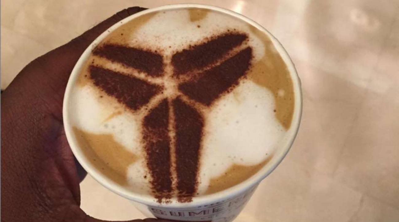 Lakers' Kobe Bryant gets his logo in a cup of coffee